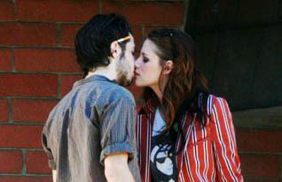 Chelsea Kane Buzz: Kristen Stewart Kissing