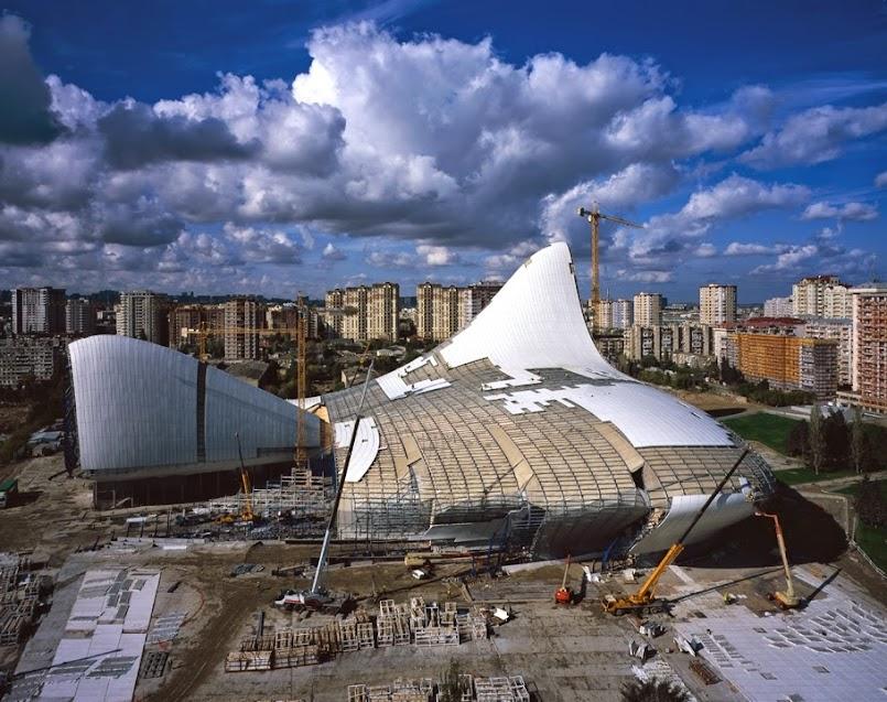 Bê tông cốt sợi thủy tinh sử dụng làm tấm bao che che công trình trung tâm văn hóa Heydar Aliyev