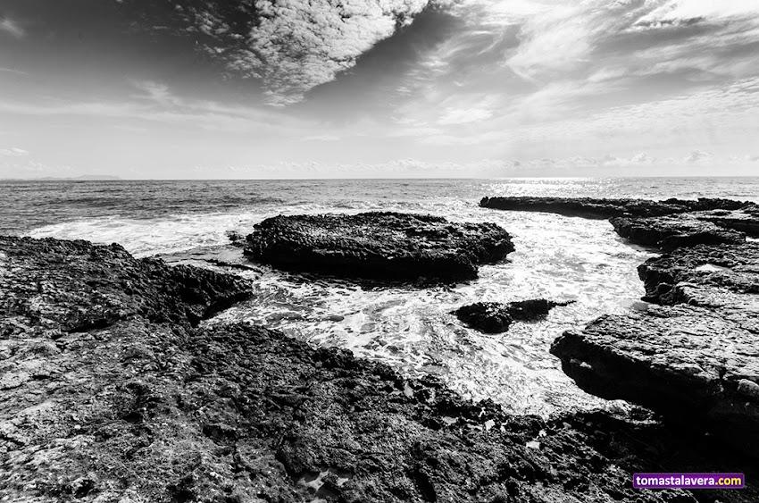 Nikon D5100, 10-20 mm, Paisajes, Los Baños de la Reina, El Campello, Mar, Horizonte, Rocas, Blanco y negro, Nubes,