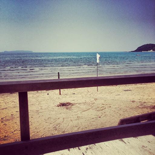 海辺のカフェLANDSHIPでランチ