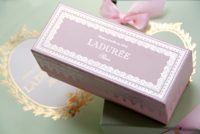 laduree pink box macarons