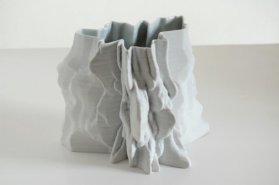 Jonathan Keep - Iceberg Vase, 3D printed porcelaine clay