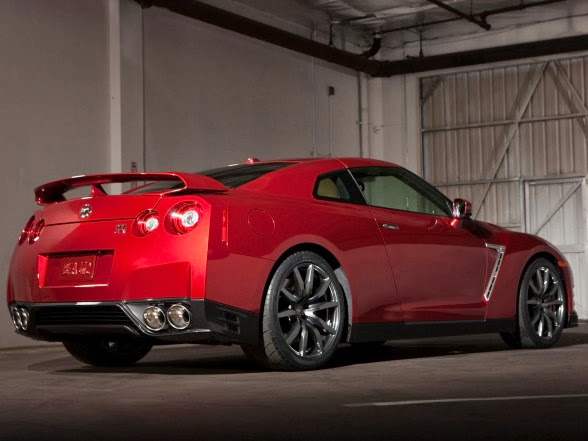 2015 Nissan GT-R - Rear Side