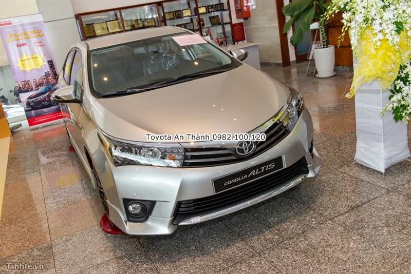 Khuyến Mãi Giảm Giá Xe Toyota Altis 2015 Mới Màu Bạc