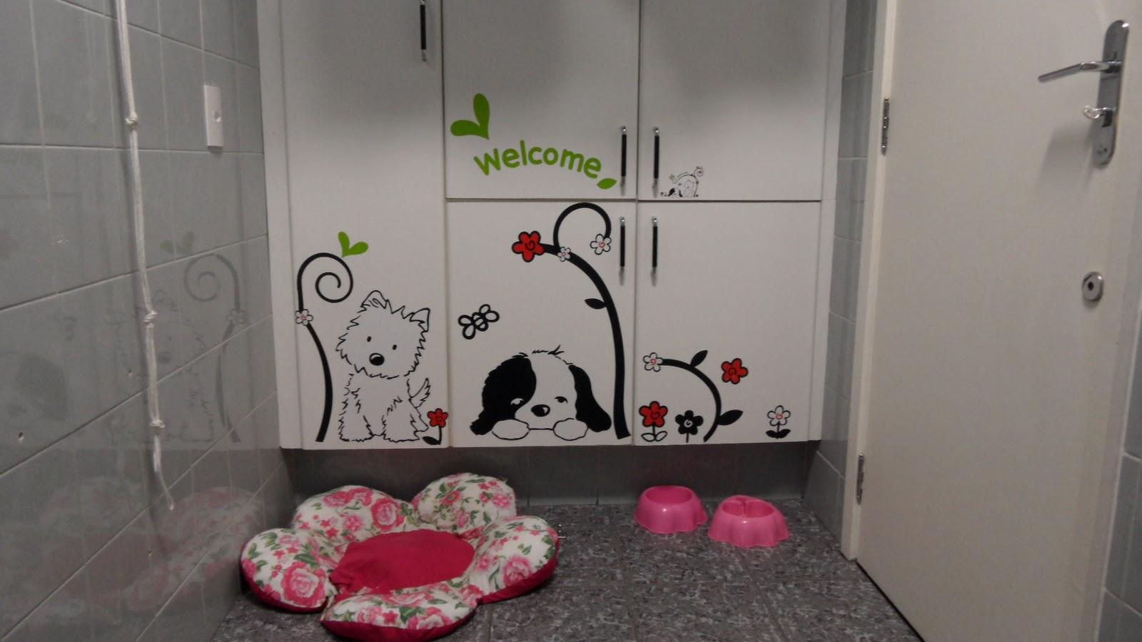 armário da área onde a cachorrinha dorme foi decorado com tema de  #4A6318 1600 900
