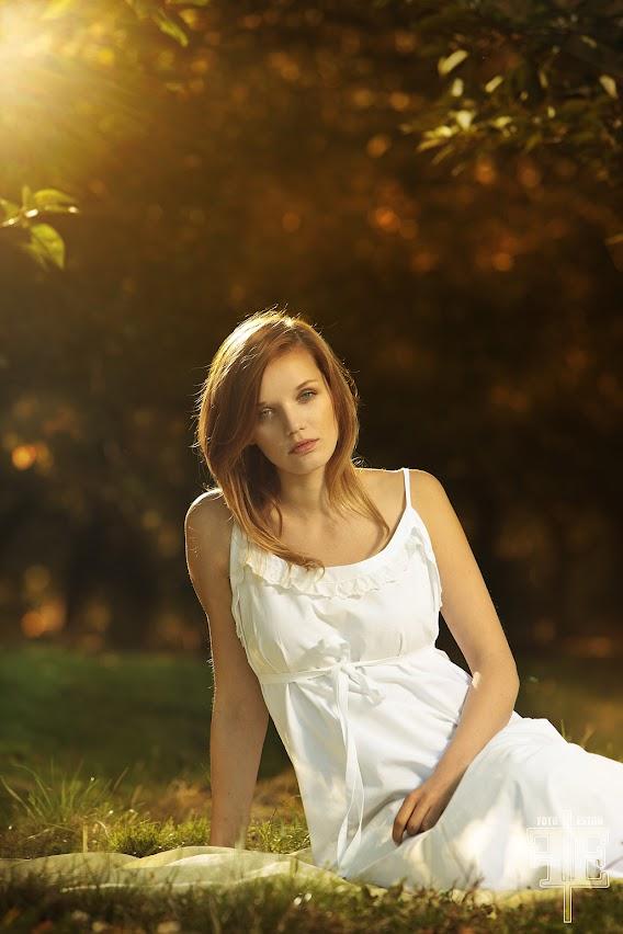 fotografia plenerowa dla producenta  koszul nocnych styl wiktorianski