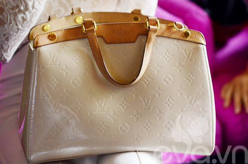 Tủ đồ sắc đẹp trong túi Angela Phương Trinh - 2