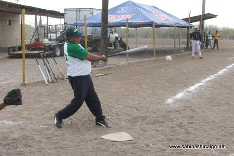 Martín Banda de Perrones en el softbol del Club Sertoma