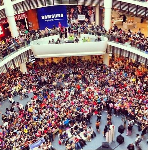 Gambar Kim Jong Kook Di Paradigm Mall Malaysia 2013 - Terbakor
