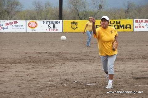 Margarita Milián de Chicas Sertoma en el softbol del Club Sertoma