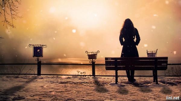 ảnh cô gái buồn trong đêm đông lạnh lẽo