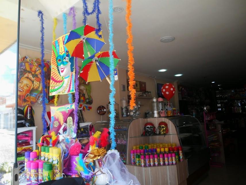 Petrol u00e2ndia Na Badulake voc u00ea encontra todos os acessórios para fantasia e decoraç u00e3o neste  -> Decoração De Loja Carnaval