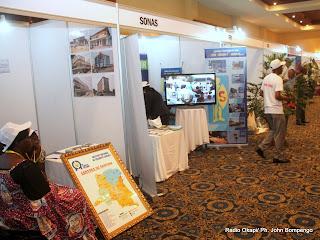 Exposition de produits d'entreprises congolais, lors du Forum des entreprises et investisseurs du monde francophone tenu du 8 au 10 octobre 2012 à Kinshasa. Radio Okapi/ Ph. John Bompengo