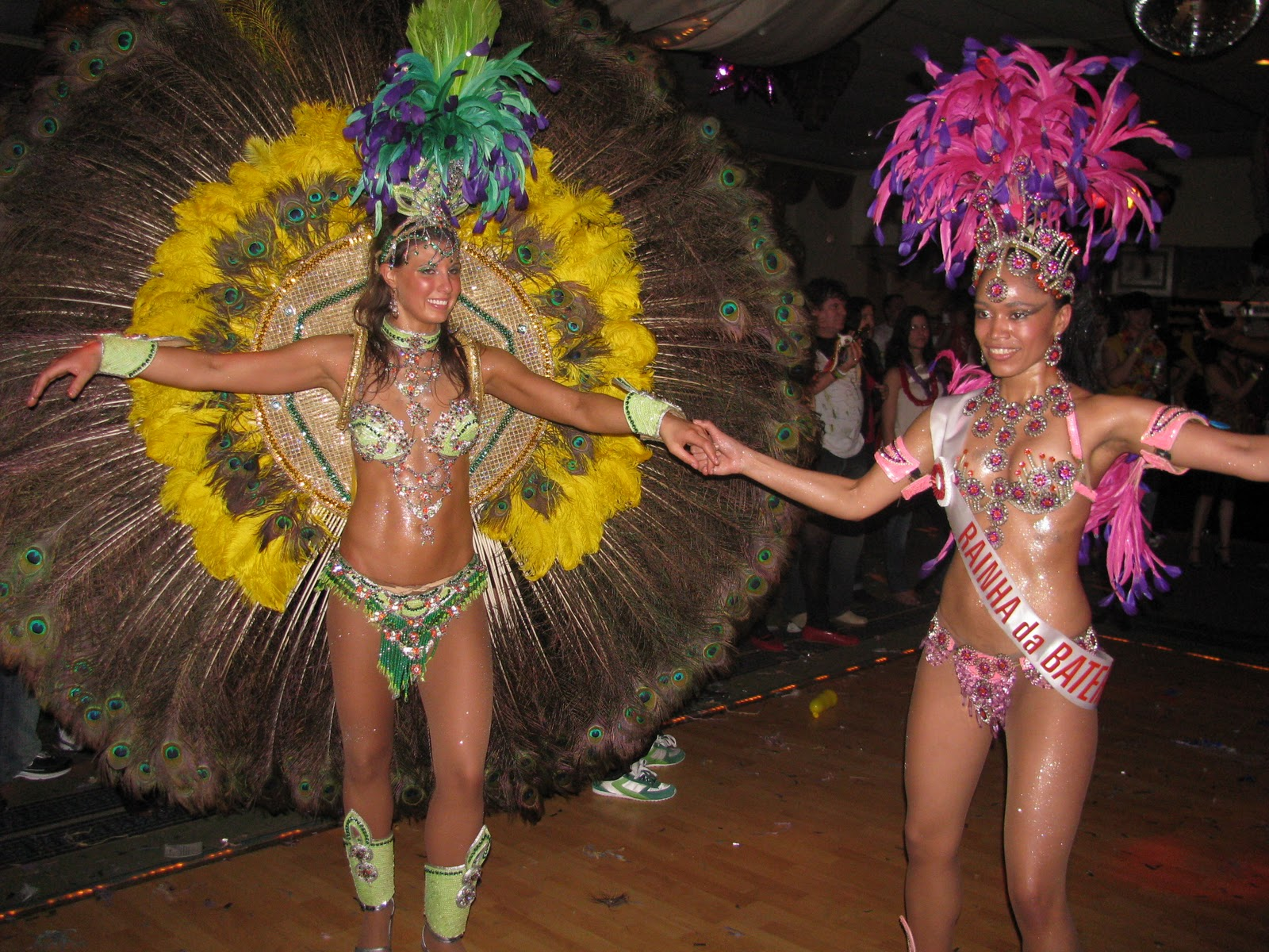 https://lh4.googleusercontent.com/-u_2RkvF_5U8/TXXTC5_HmDI/AAAAAAAAAFY/9lw9Z6F0l3s/s1600/carnaval-brasil-ace-place-1.jpg