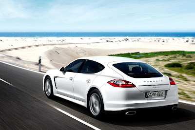 Porsche_Panamera_Diesel_2012_1920x1280_Rear_Angle_02