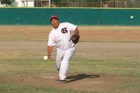Jesús Sánchez García de CNC en el softbol sabatino.