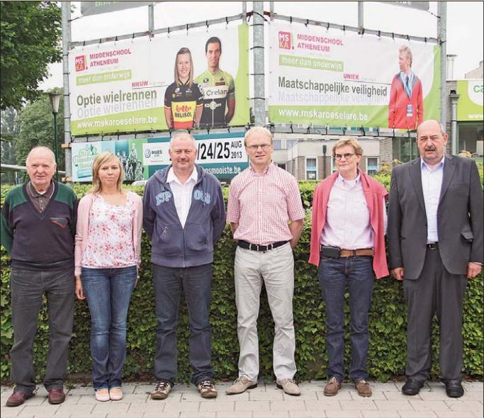 Een delegatie van Izegem Koers bezocht reeds het MSKA in de Groenestraat in Roeselare. We herkennen van links naar rechts Norbert Vandommele, Sophie Van den Abeele, Ronny Mistiaen, Fangio Hoorelbeke, Katrien Kempinaire en Marc Vanlerberghe. (Foto PVDW)