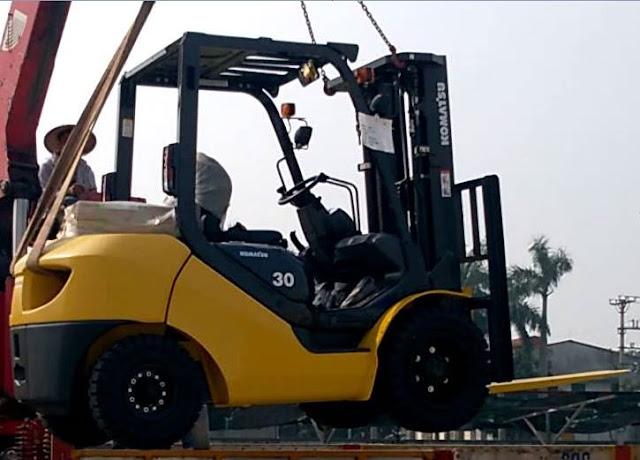 Xe nâng Komatsu 3 tấn FD30T-17
