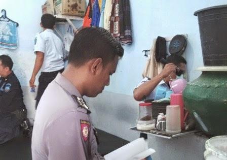 Berita foto dan video Sinar Ngawi Terbaru: Petugas sidak Lapas Ngawi, ditemukan 8 napi positif pakai Sabu-sabu