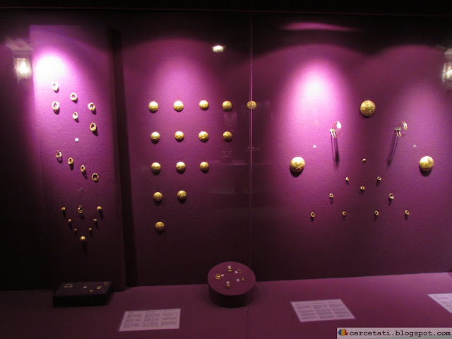 Gold objects from the Bronze Age