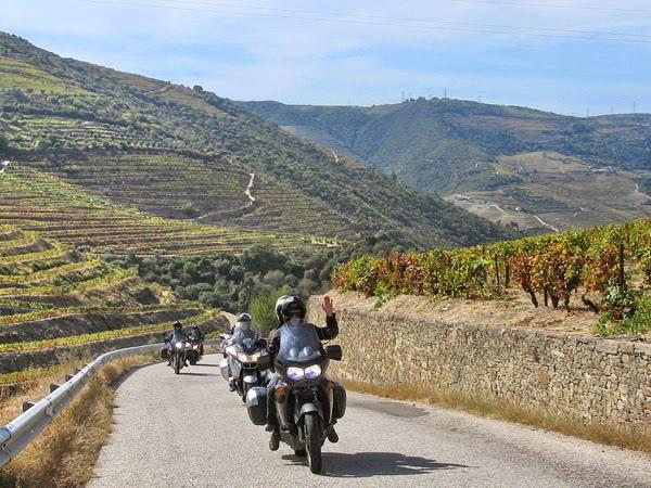 Quatrocentos motociclistas de 19 países visitam Douro Património Mundial