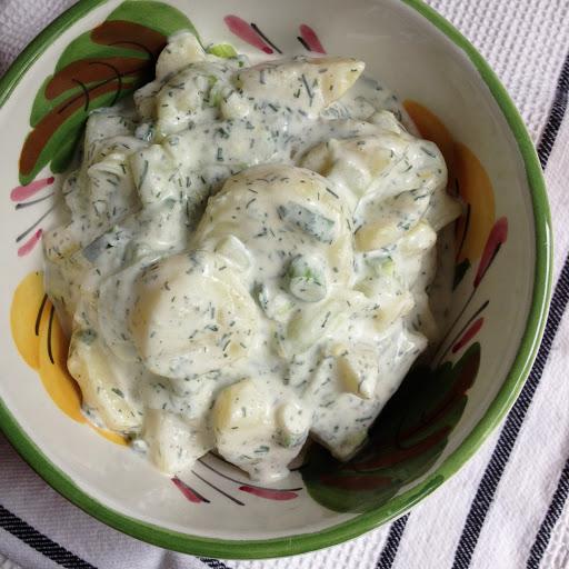 Kartoffelsalat mit Joghurt, Dill und Lauchzwiebeln