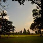 widok  na Prambanan chwilę przed zachodem słońca