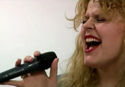 Anes León, cantante de Aretha y los Franklin, en ensayo