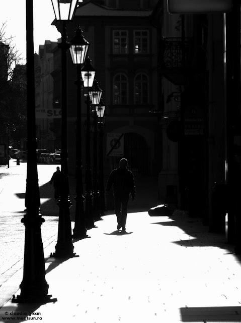 singur pe drum