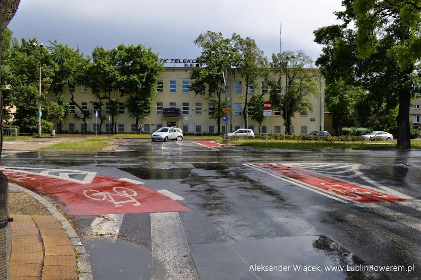 Widok na całe skrzyżowanie (za plecami ul. Markowska, w poprzek ul. Kijowska)
