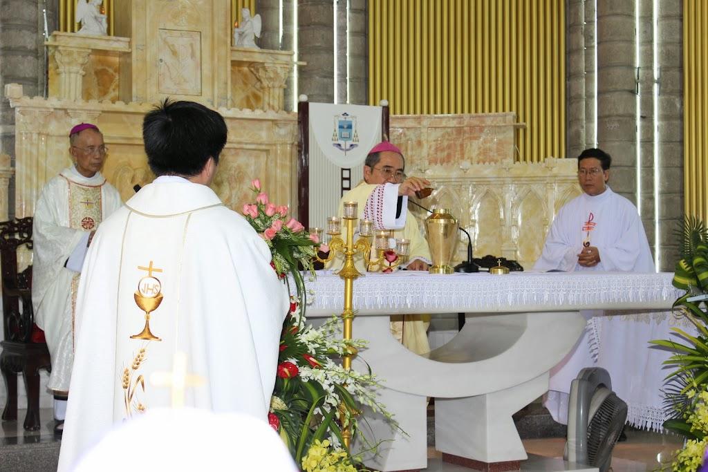Thánh lễ làm phép Dầu tại nhà thờ Chánh Tòa Nha Trang (31/3/2015)