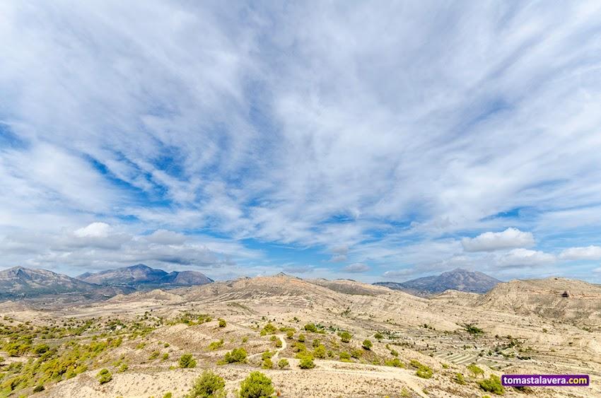 Nikon D5100, 10-20 mm, Paisajes, Montañas, Nubes, Cielo, Valle del Sabinar, Peñas Rojas, Serra del Maigmó, Penya Migjorn, Serra del Ventós, Vértice geodésico, Sant Vicent del Raspeig,