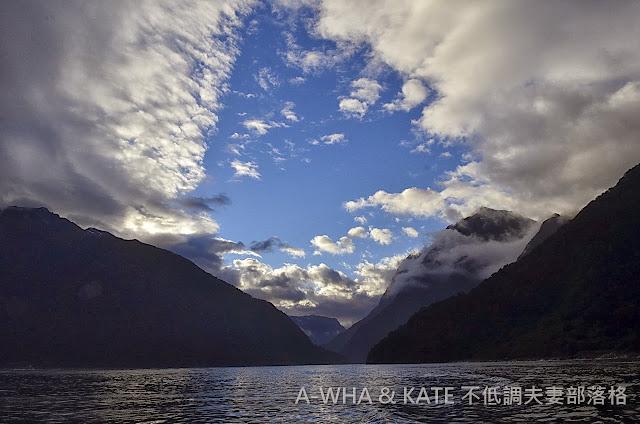 【紐西蘭旅遊】不可錯過的米佛峽灣過夜遊船+一早醒來我們獨享了米佛峽灣的完美清晨!(三)