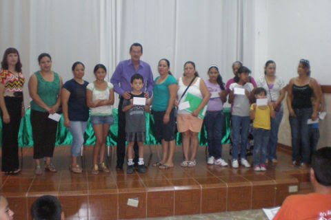 Entrega de becas FECTEC por el periodo enero-junio 2012