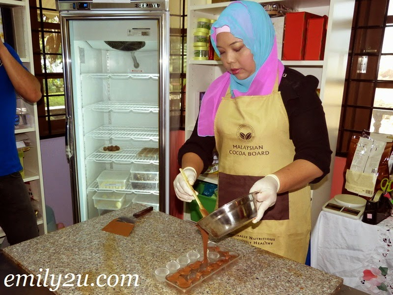 chocolate making demonstration