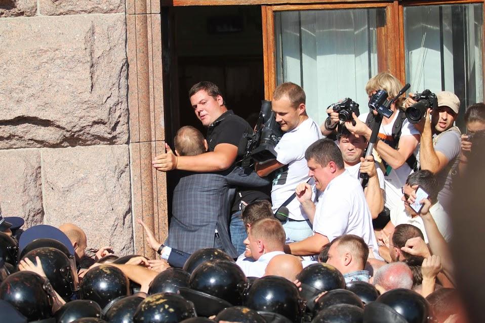 Мітинг опозиційних сил біля КМДА (фото)