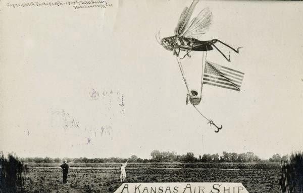 Tall Tale mostrando um exemplar de gafanhoto gigante