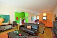 Bí quyết trang trí phòng khách dài và hẹp - Tủ âm tường