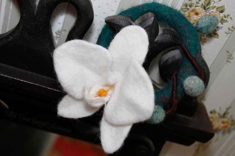 """Войлочный браслет """"Орхидея"""". Валяние на каркасе. Автор: Елена Потапова"""