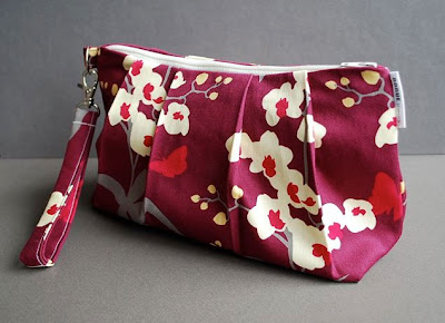 wristlet clutch bag in maroon