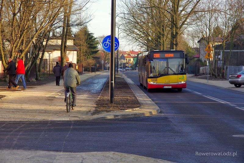 Autobusy już kursują, a rowerzyści korzystają z nowej rowerówki