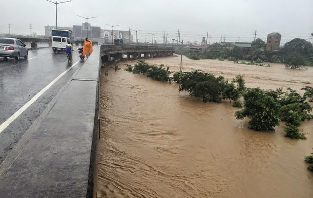 Mario Causes Flooding in Metro Manila with Pictures 19-09-2014-11