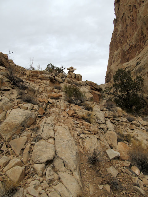 Cairn on the route between canyons