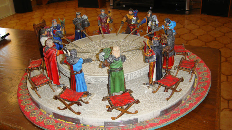 Les figurines de bernard sauvat les chevaliers de la for Bonbon la table ronde