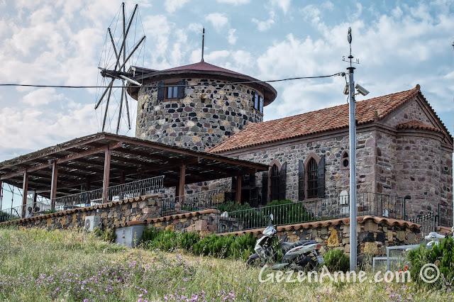 Cunda'nın tepesindeki Sevim ve Necdet Kent Kitaplığı