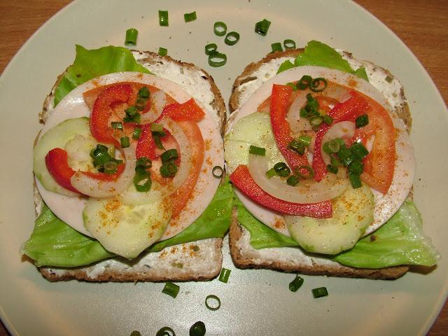 Kanapki z chleba pełnoziarnistego
