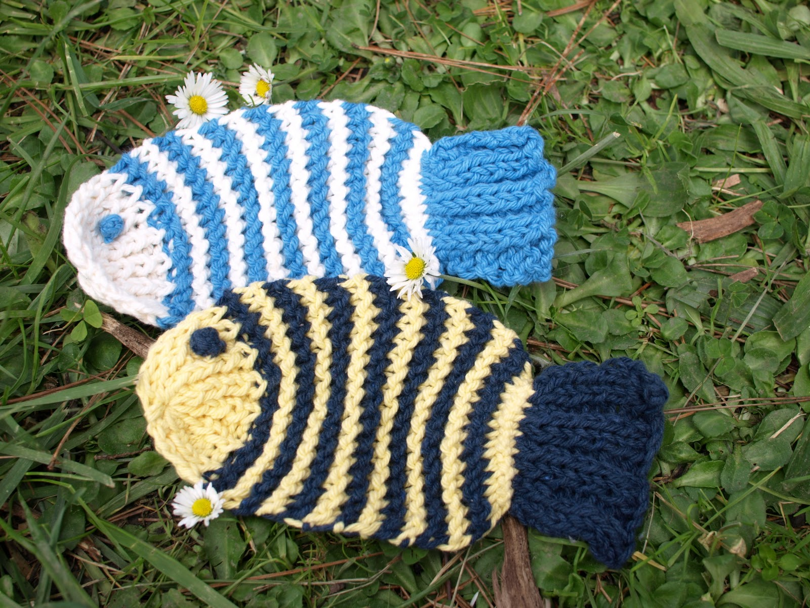 Knits, Reads and Reviews: Knit Fish Tawashi