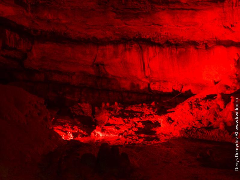 Пещеры в Сатаплия. Цветная подсветка.