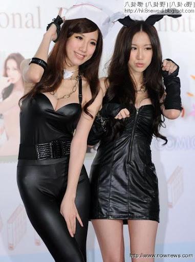 瑤瑤(左)和Apple性感形象大受歡迎,圖為2月簽書會照片。(記者林調遜/攝影)