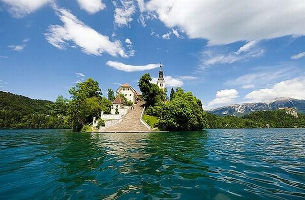 Magic+Bled+Island%252C+Slovenia%25E2%2580%2599s+Picturesque+Wedding+Location+%25285%2529.jpg